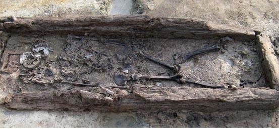 প্রাচীন রাজত্ব থেকে অদ্ভুত, লম্বা মাথার নারীর অস্তিত্ব উদ্ঘটিত